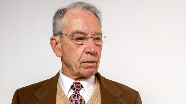Grassley hit with questions on Trump mental fitness at Iowa town hall https://t.co/4VMwpvM5YX https://t.co/aFTQTijqEN
