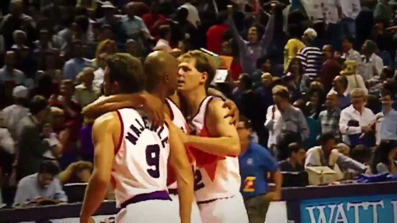 A look back at Charles Barkley and the 92-93 @Suns season on 90's night in Phoenix!  #SUNSat50 https://t.co/WHuQ9IItf5