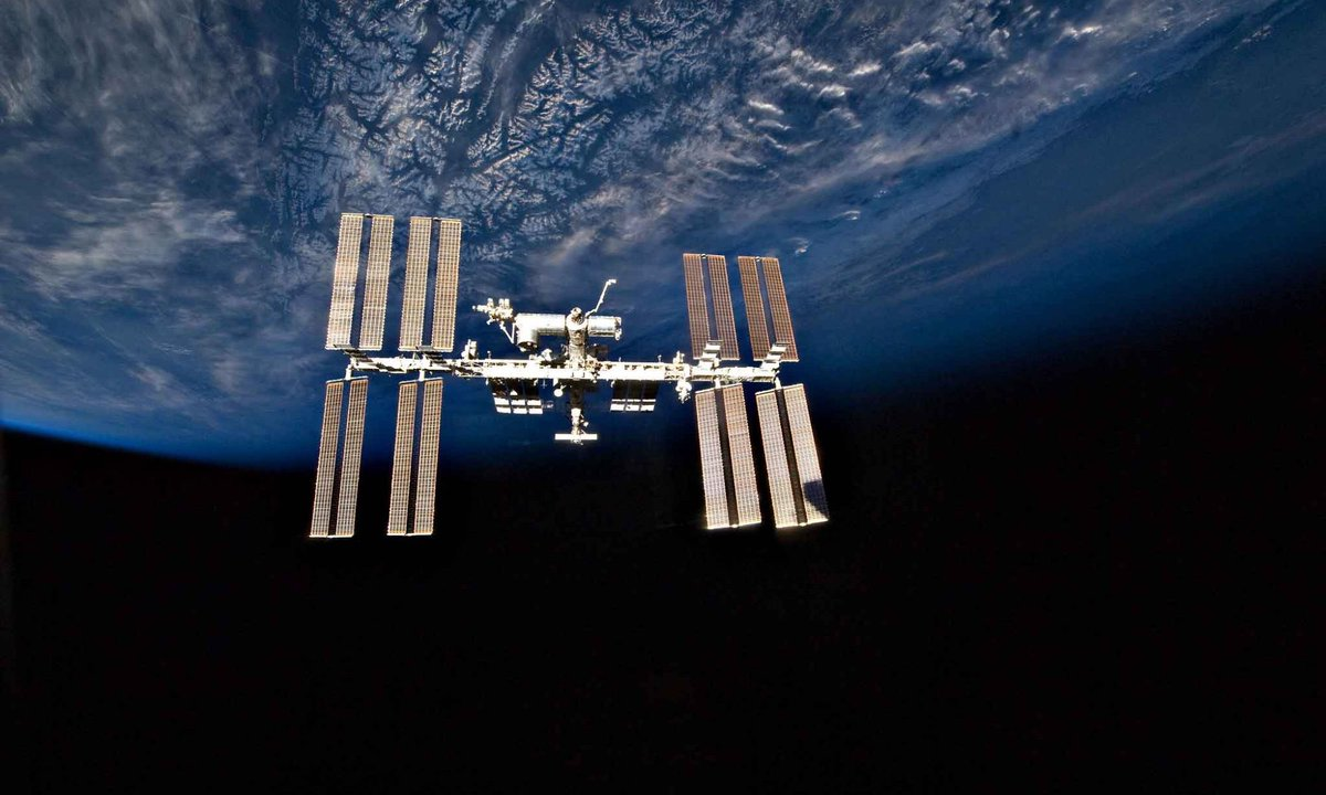 Hard to believe the space station has been orbiting Earth for 7,000 days as of today. That includes 54 crews, 205 space walks and 17 years of ZIN developed space science experiments and discovery!  @NASAglenn https://t.co/IA9smCdzI0