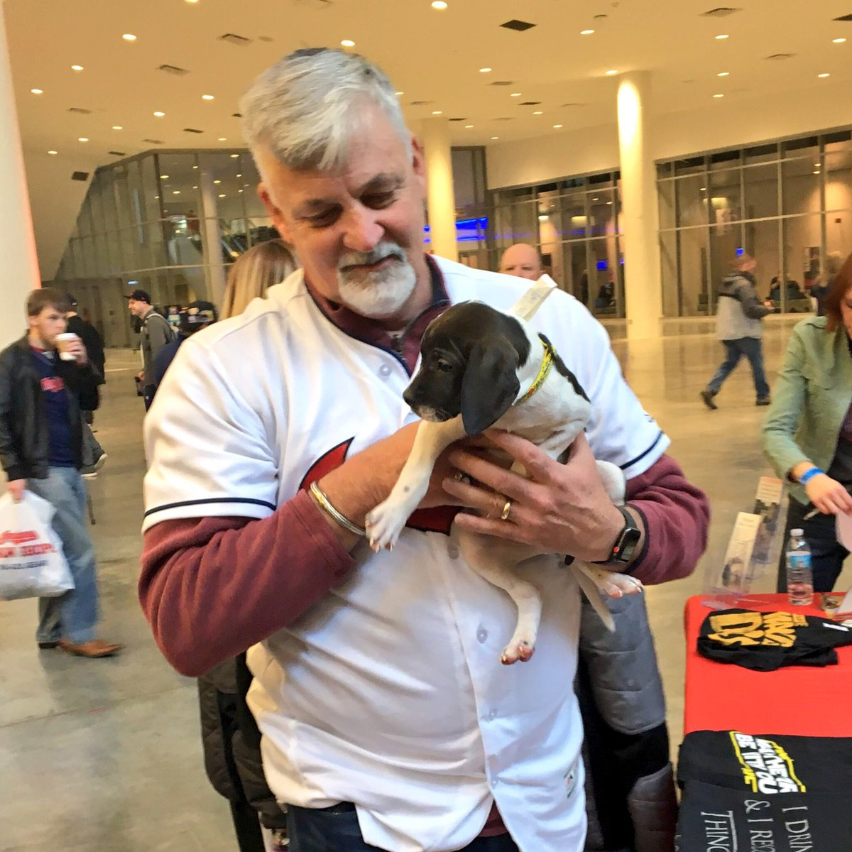 Indians pitching coach Carl Willis loves the puppies. #TribeFest https://t.co/t6bNsspJVI