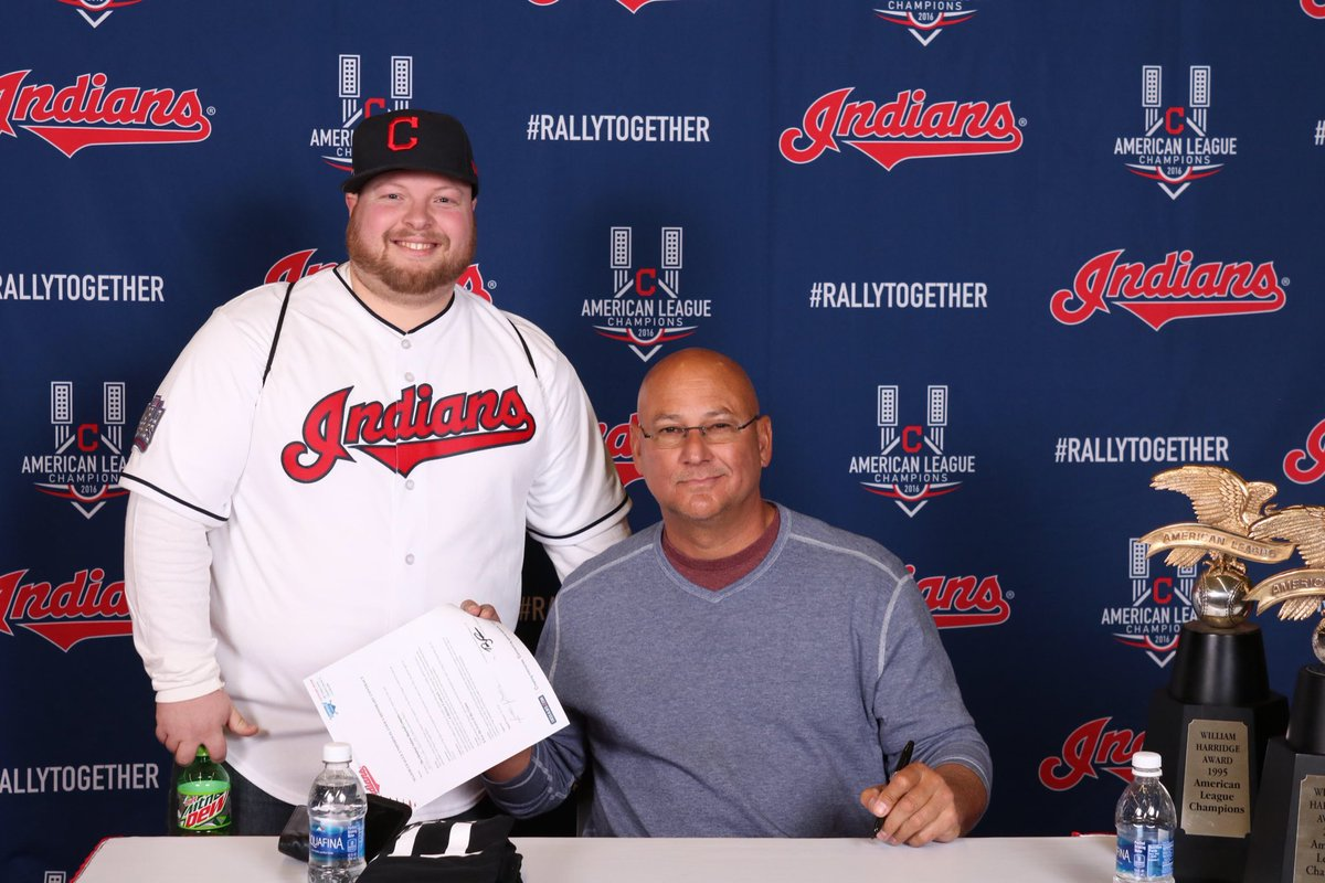Got a contract signed by Tito. #TribeFest https://t.co/ZaNUijfPzj