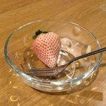 RT : 8時台で伊野尾くんが食べられなかった高級な白いイチゴを、松島くんが...