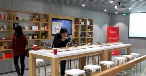 OnePlus opens its first authorised offline store in India