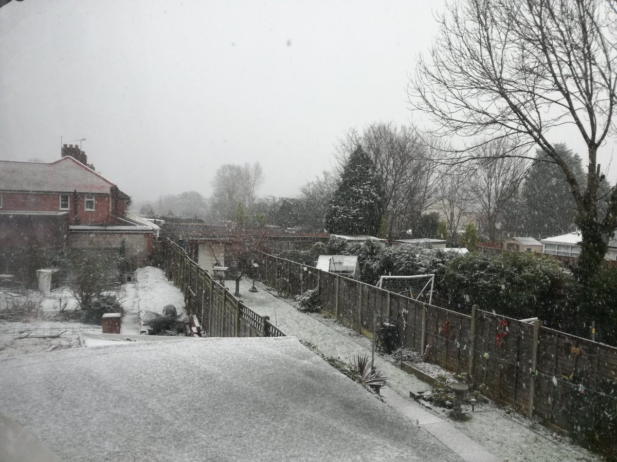 """test Twitter Media - RT @BrumHour: Alexa will it snow today? """"There is no snow expected in Birmingham today"""" @BeccyWoodTV #Birmingham https://t.co/eS1W5viUL4"""