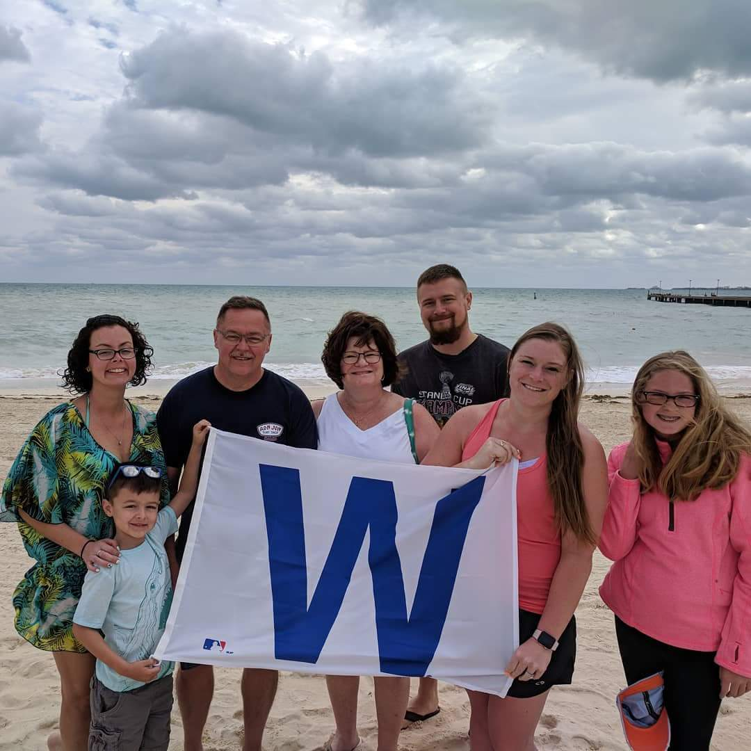 @Cubs my dad made sure the flag made it to Cancun. #thatscub @rodwzak42 @cmw2100 @Megnaliz @DreamsPlayaM https://t.co/1WqjMsuqeZ