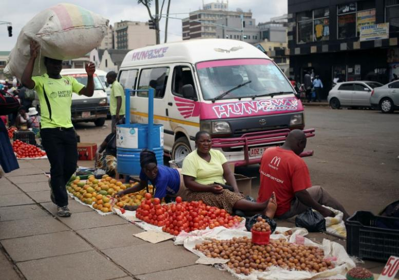 Zimbabwe tells illegal vendors to quit Harare streets, may use army to clear them https://t.co/DCvpcoZSB6 https://t.co/gV8etu5Q4I