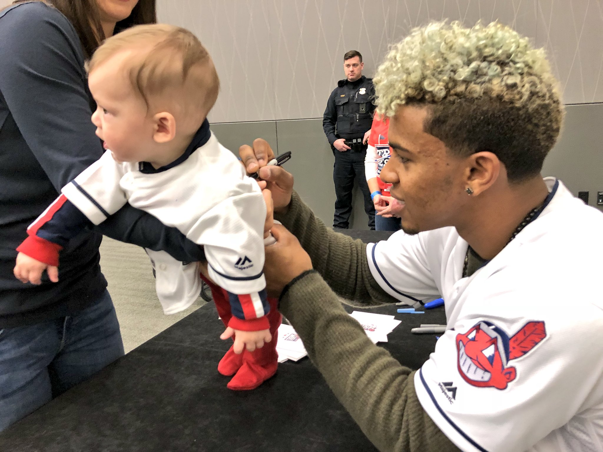 Hang on to that jersey, kid. #TribeFest https://t.co/ivHoEQgfJQ