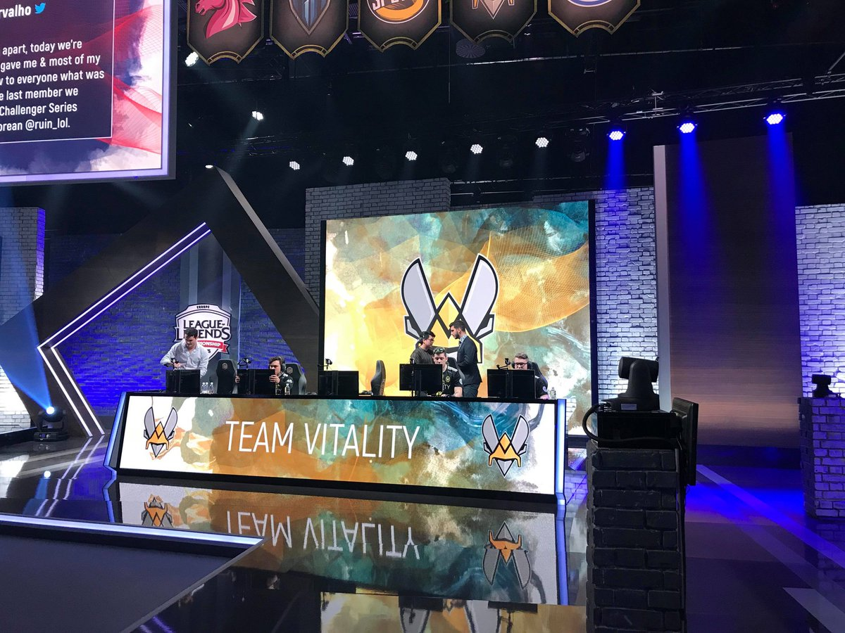 The players are setting up. Follow our 2nd @lolesports game of the season versus @GiantsGaming starting in a few minutes at https://t.co/m7Qmm66Rff 🐝 #VforVictory https://t.co/Qd2suDwRwB
