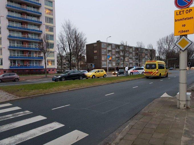 Kleine aanrijding aan de Erasmusweg thv stoplichten Lozerlaan. Kop /staart aanrijding. Geen gewonden. https://t.co/oJbaEhsOs5