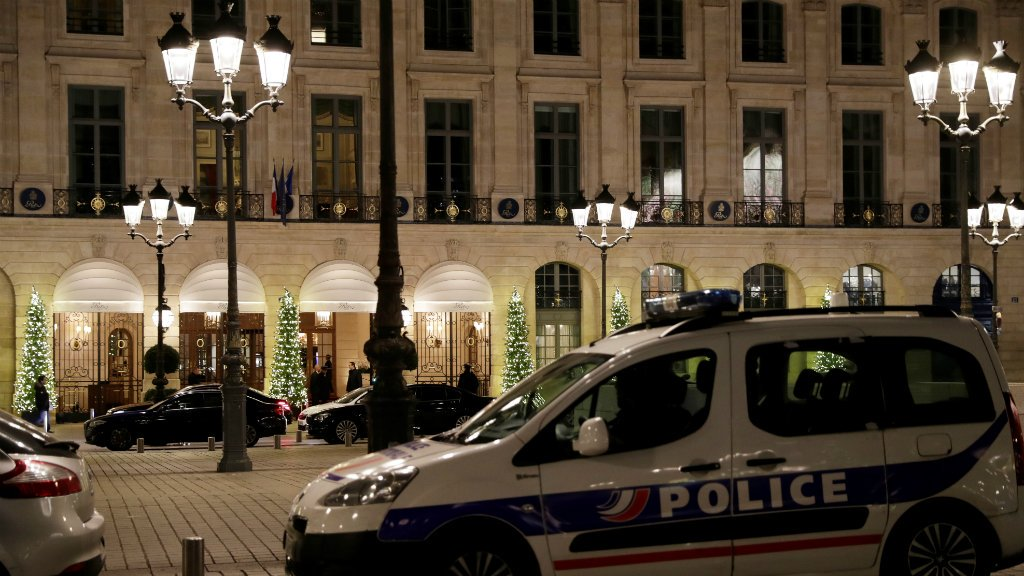 Jewels recovered after Paris Ritz heist, two suspects on the run