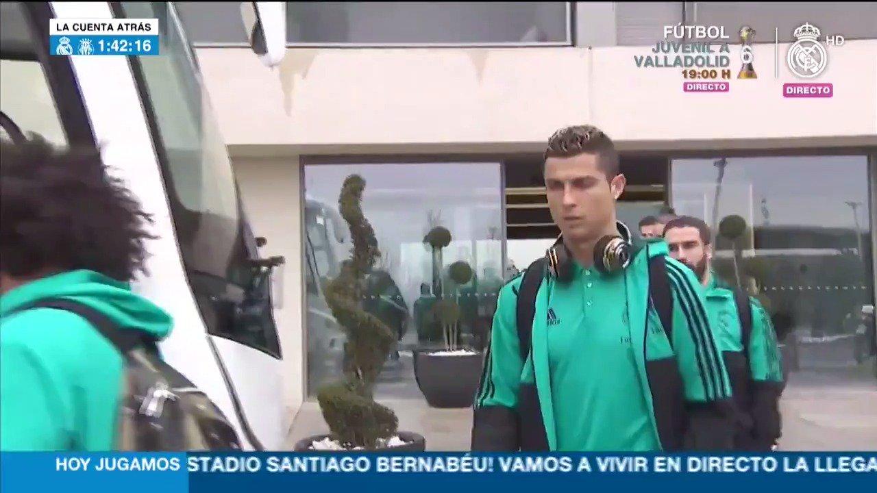 �� ¡Los jugadores ya se dirigen al Bernabéu!   #RMLiga | #HalaMadrid https://t.co/v3ROCTiaYn