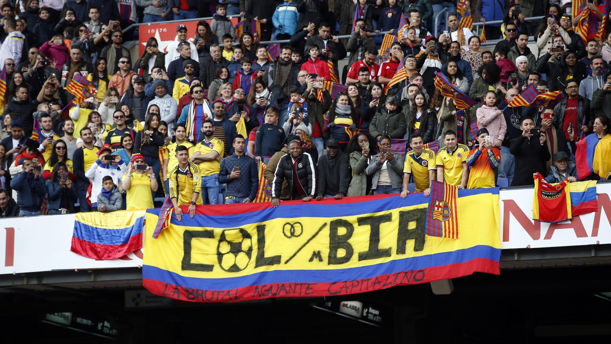 �� Yerry Mina �� Gran recibimiento de los culés en el Camp Nou ������  #BeBarça #ForçaBarça https://t.co/2qU6KTs2Bn