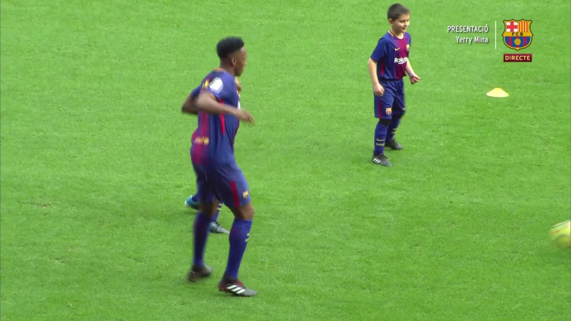 �� It's not just dancing - Yerry Mina has some other moves, too! ���� Força Barça https://t.co/qNm4bdS8Qv