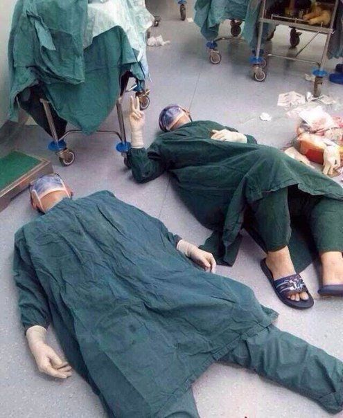 2 surgeons after successfully removing a set of brain tumors during a 32 hour surgery: https://t.co/O8TF0IPi6p