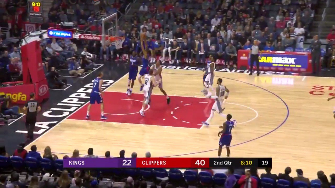 Wesley Johnson right down broadway!  #ItTakesEverything https://t.co/I92yRGlreI