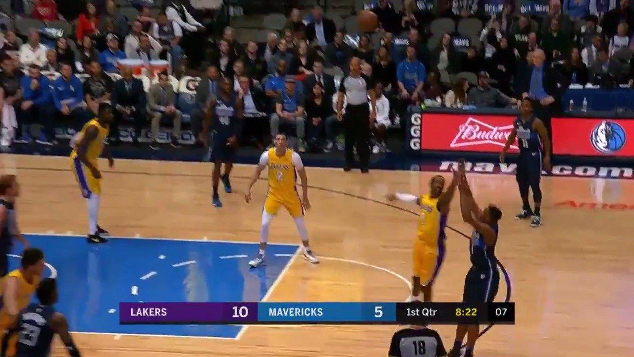 Dennis Smith Jr. drills back to back triples!  #MFFL #NBARooks https://t.co/VuRSFPXywg