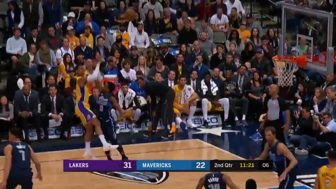 Jordan Clarkson works his way into the turnaround J!  #LakeShow https://t.co/Sg5BWBxDSx
