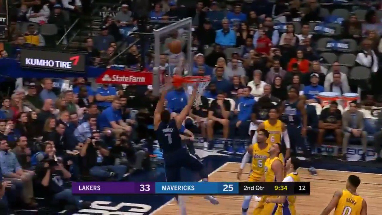 Dwight Powell uses soft touch to finish the J.J. Barea lob!  #MFFL https://t.co/N8SWH8kNyZ