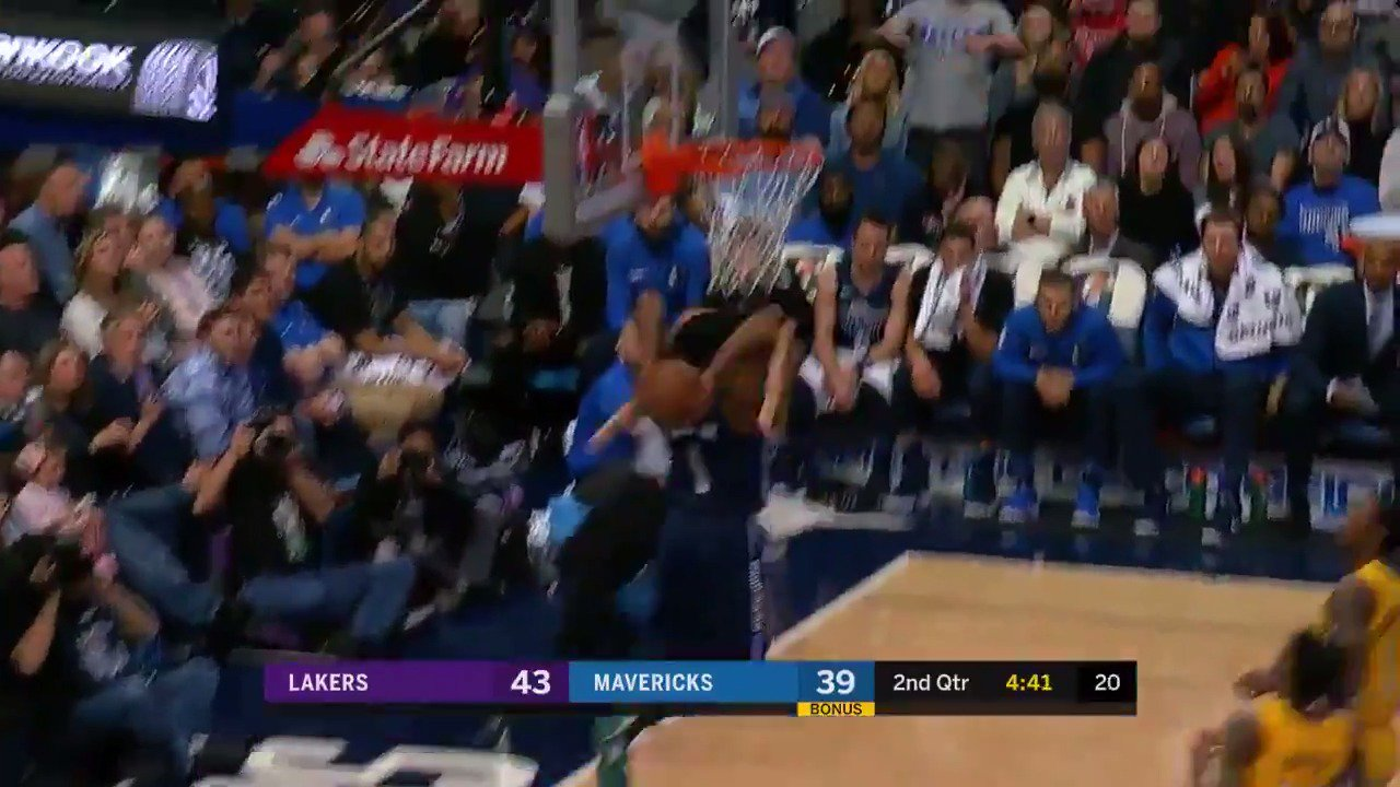 Dennis Smith Jr. with the BOUNCE and POWER!  #MFFL #NBARooks https://t.co/SAL30IVfu9