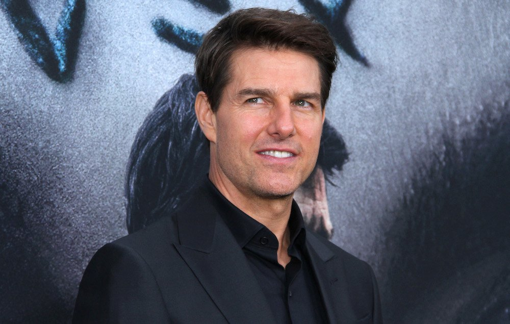 Tom Cruise spotted filming #MissionImpossible 6 stunt on London railway bridge https://t.co/33Z53fJRXG https://t.co/152GED2gpi