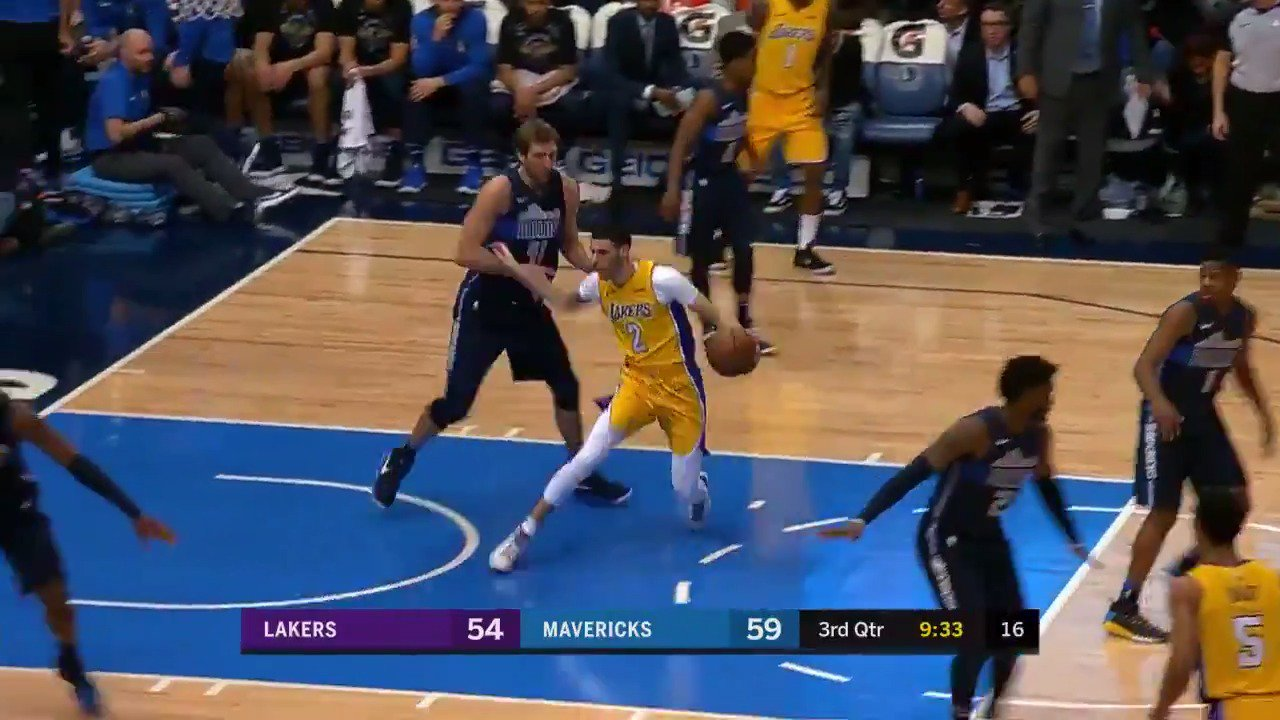 Lonzo Ball steps back for the short jumper off one leg!  #LakeShow #NBARooks https://t.co/gijQfHqsCC