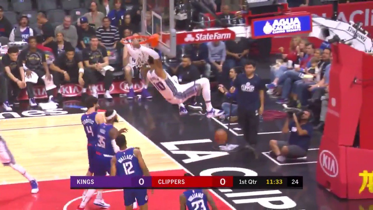 Willie Cauley-Stein soars to the rim to open the scoring in LA!  #SacramentoProud https://t.co/Xx63cxorXv