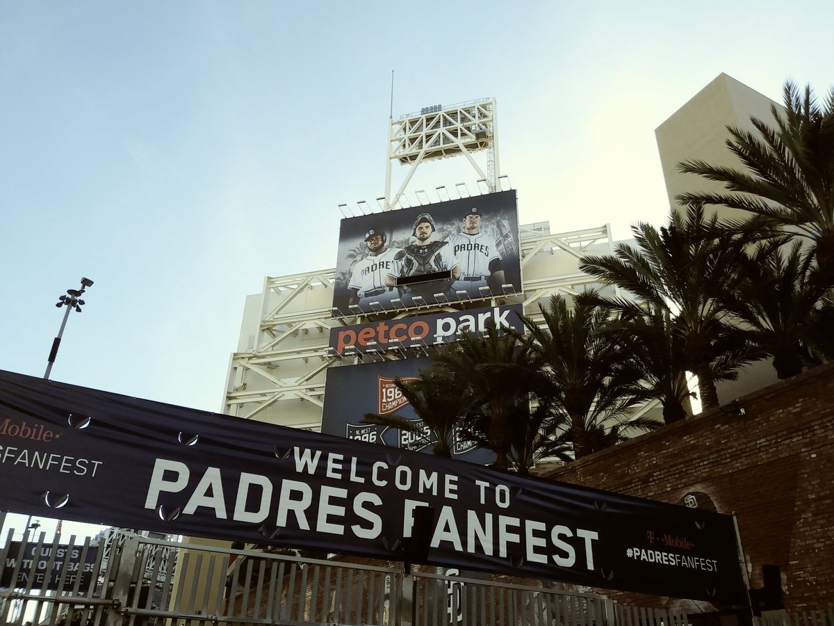 #PadresFanFest