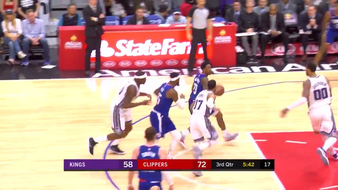 Lou Williams weaves through the defense and knocks in the jumper!  #ItTakesEverything https://t.co/Sm0npks5t1