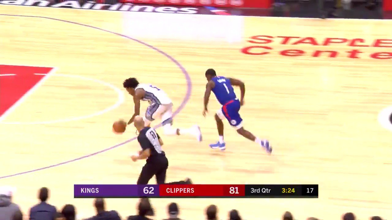De'Aaron Fox gets it done on both ends!  #SacramentoProud #NBARooks https://t.co/X0rNoZKySe