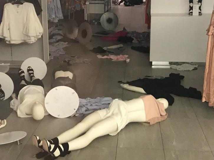 South African protesters ransack H&M stores over 'racist' ad https://t.co/HCytHALhMy https://t.co/VHRPeo2ix2