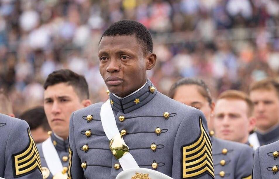 Haitian Immigrant Alix Idrache graduating from West Point in 2016. https://t.co/19weLADJp2