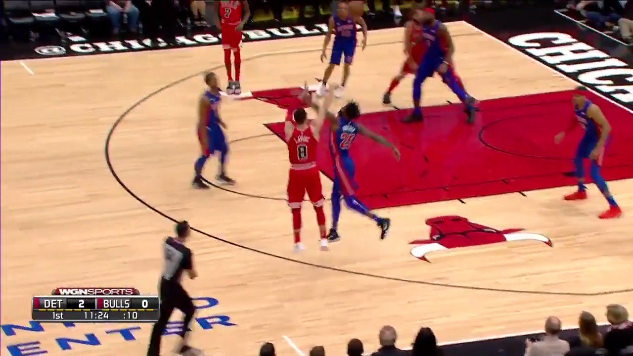 Zach LaVine hits his first triple back in action!  #BullsNation https://t.co/7yg6ERZ0la