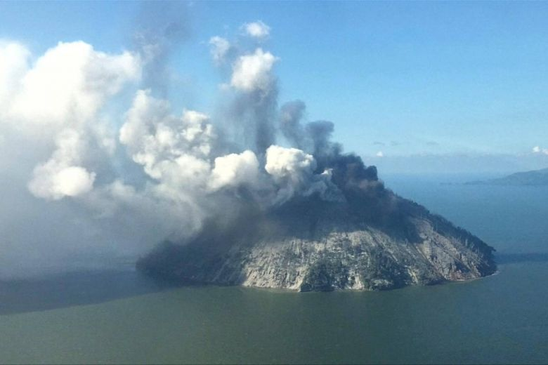 About 1,500 people evacuated from Papua New Guinea island after volcano eruption