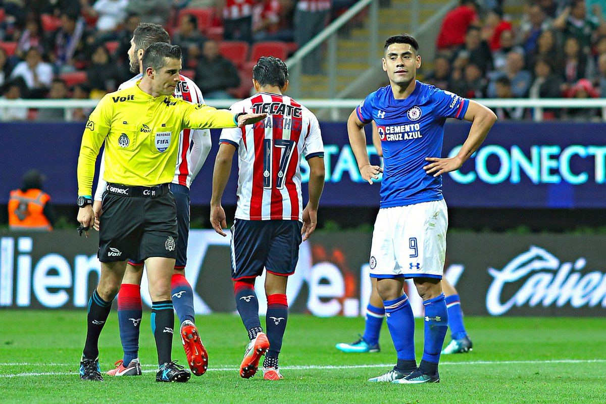 "#LigaMX ¡Al 60' en el Estadio Akron!  ⚽ #Chivas 1-1 #CruzAzul  ⏱ Sigue el ""Min. a Min."" acá https://t.co/I2mG3SEDj1 https://t.co/I297gpKa7Q"