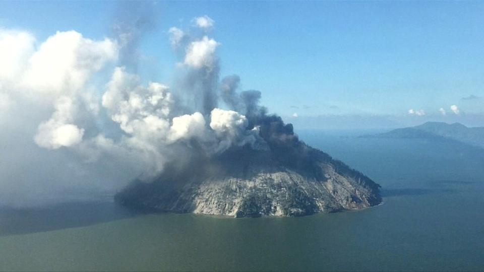 1,500 evacuated from Papua New Guinea island after volcano erupts