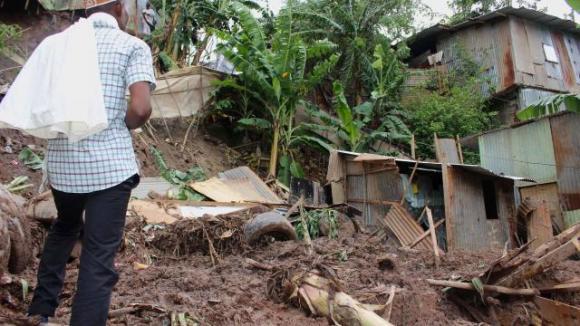 Le journal des Outre-mers. Une coulée de boue fait 5 morts à Mayotte, une mère et ses quatre enfants