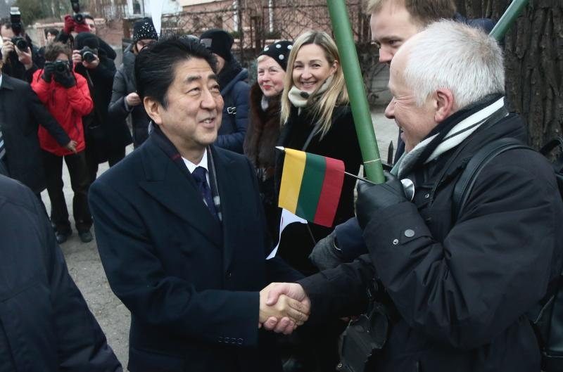 """Japan PM Abe honours """"Japanese Schindler"""" in Lithuania"""