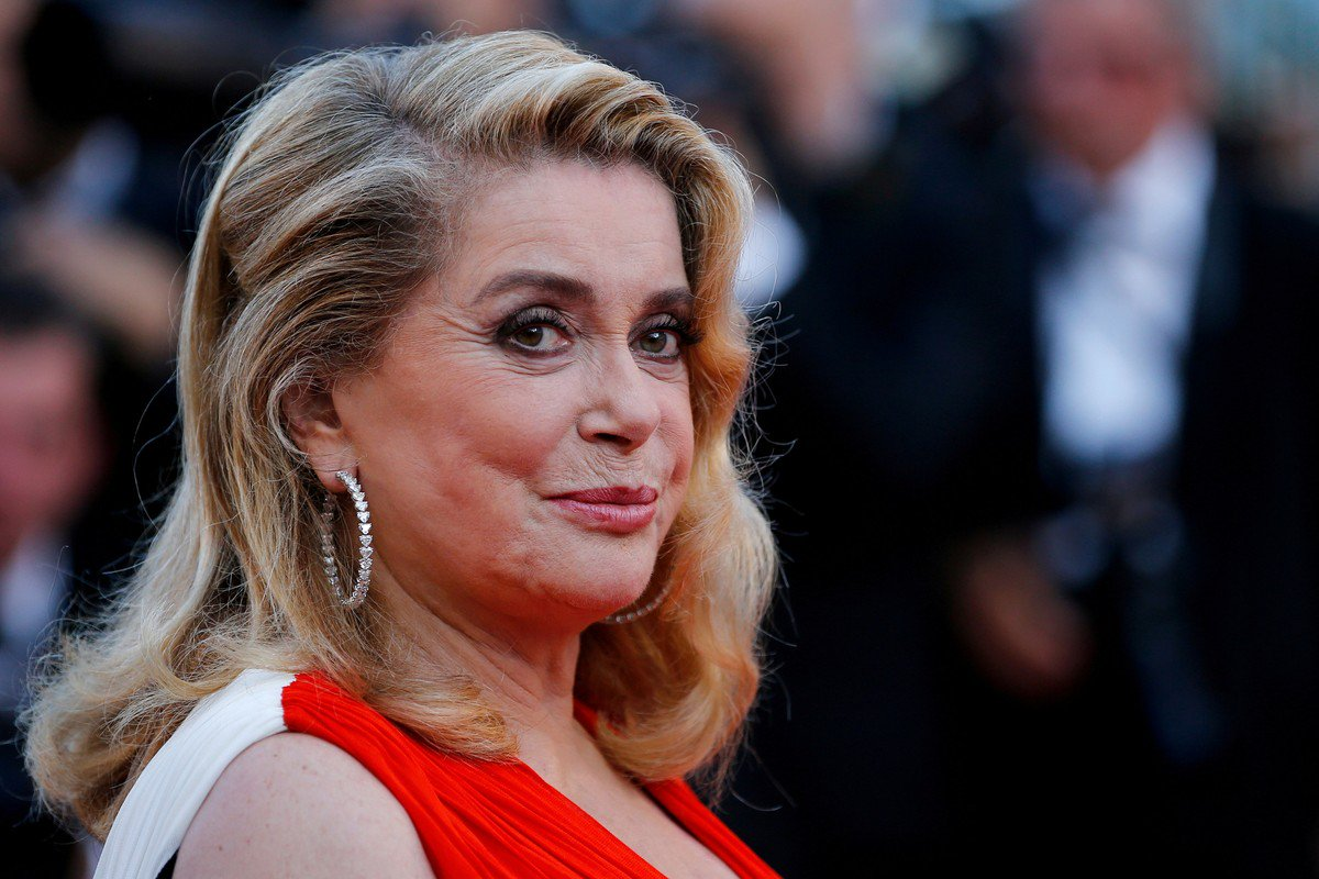 Catherine Deneuve. Foto do site da O Buxixo que mostra Atriz Catherine Deneuve pede desculpas a vítimas de assédio sexual