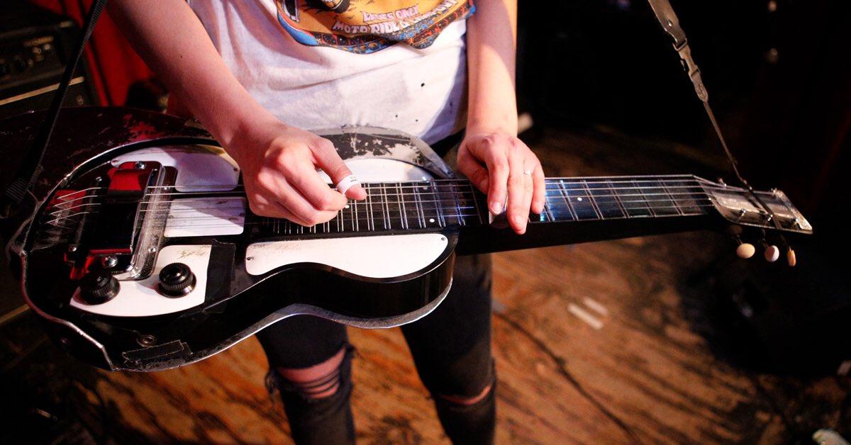 RT @LarkinPoe: ⚡️⚡️ @guitarcenter has released a #larkinpoe-edition rig rundown! Check it: https://t.co/lFOFXSlZO2 https://t.co/4bUpZLEwgX