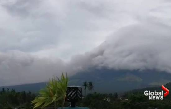 Philippines' volcano rumbles back to life, thousands evacuate