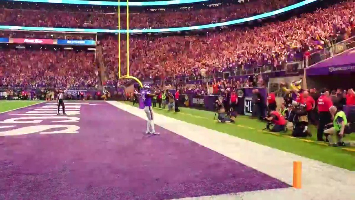 🎥  MinneapolisMiracle Sidelin vikings