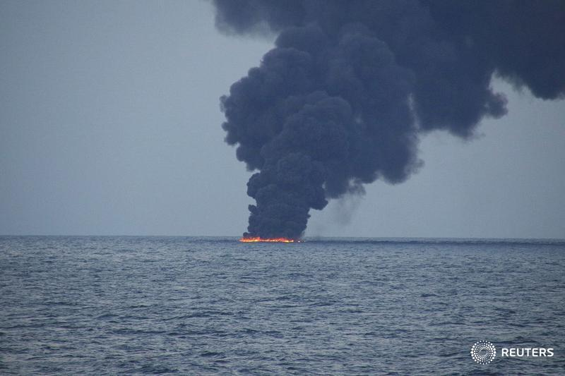 Stricken oil tanker leaves 10-mile oil slick in East China Sea: CCTV