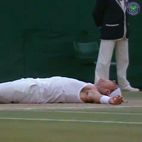 Rafael Nadal not wearing sleeves at the Australian Open?  Now that takes us back... #Wimbledon #AusOpen https://t.co/et5TEZD0P1
