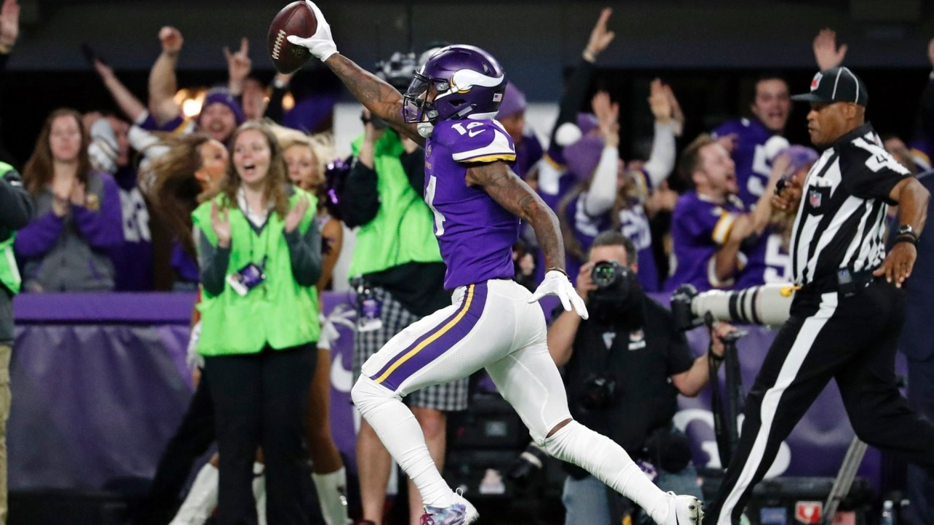 Minnesota Vikings shock New Orleans Saints with final-play TD https://t.co/U774gNofoY https://t.co/t53XQPDCCR