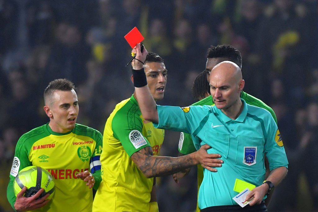 The referee who kicked a player before sending him off has been suspended.  Full story: https://t.co/Uxal6AF1LE https://t.co/5Rll5aNYtk