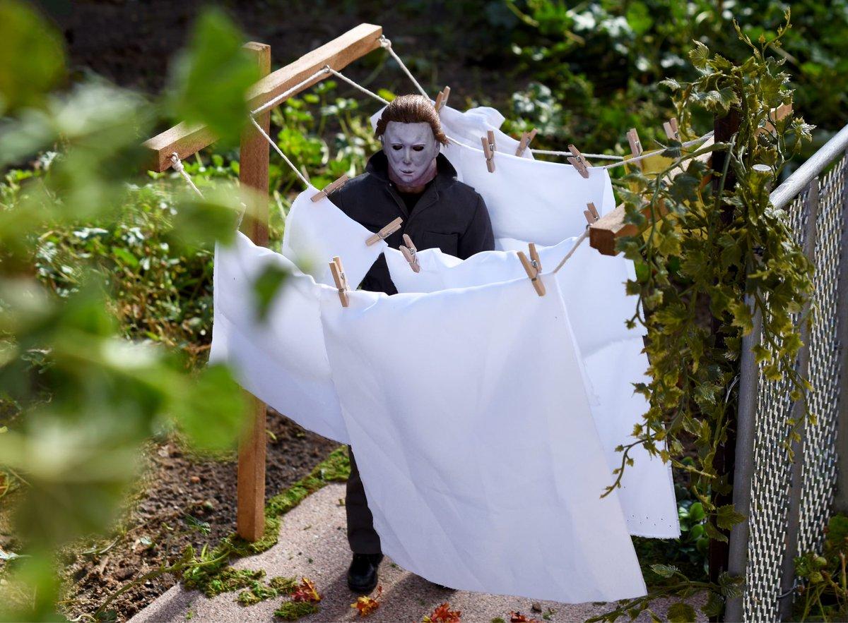 Check out this recreation from John Carpenter's #Halloween 🎃Looks Great!  #MyersMonday #MichaelMyers   https://t.co/cDdxGG0dgQ https://t.co/ba6zgnnvyZ