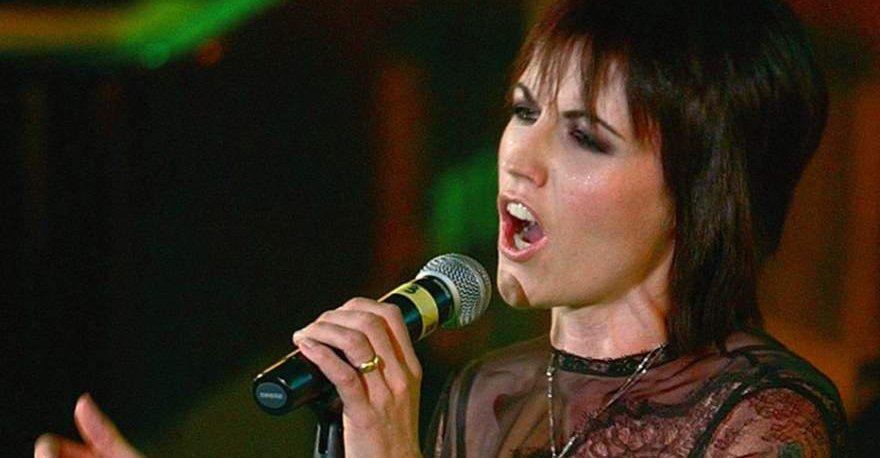 Muere Dolores O'Riordan, cantante de The Cranberries https://t.co/cGWEukmWCv https://t.co/0GYOkWwb81