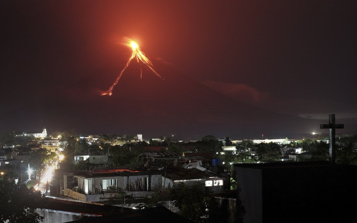 Thousands Flee As Lava Flows Down Philippines Volcano