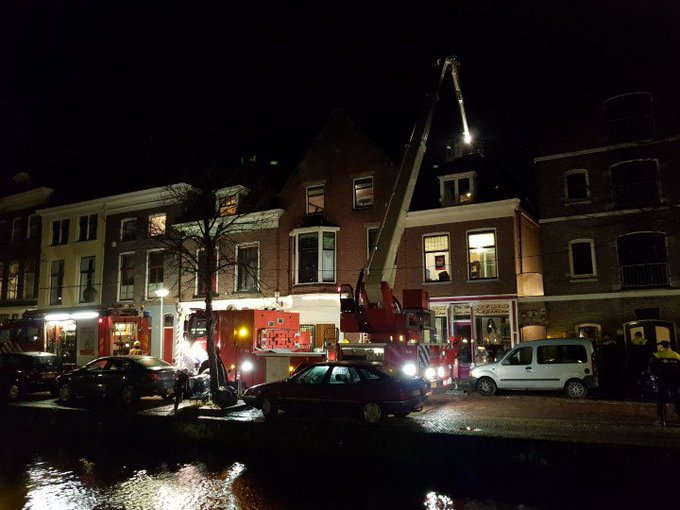 Grote brand gemeld in Delft  Buitenwatersloot. Studenten huis.  Brand is aan achterzijde pand. https://t.co/Fa2dYy1H9T