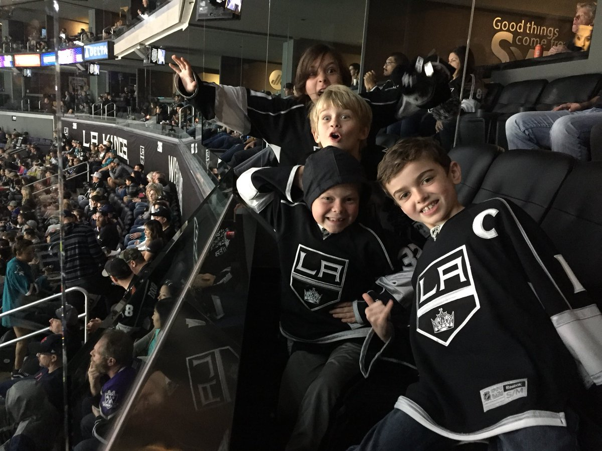 Hockey buddies hangin' the suite together watching the Kings take on the Sharks. #DeltaKingsFanContest https://t.co/5jXFvYyvzw